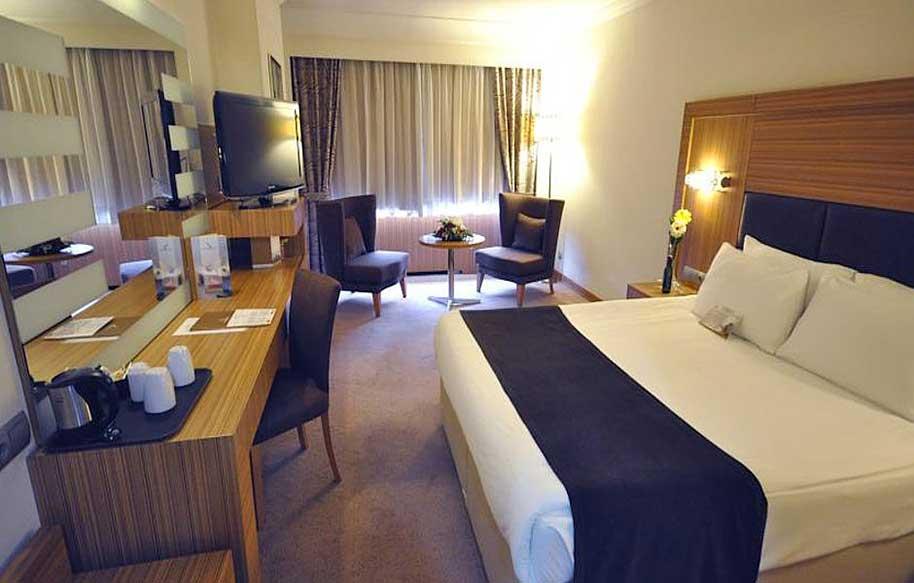 Arredamento camere hotel for Arredo camere albergo