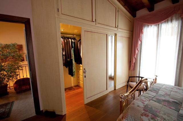 Armadi e cabine armadio su misura nel tri veneto for Cabine vecchio stile