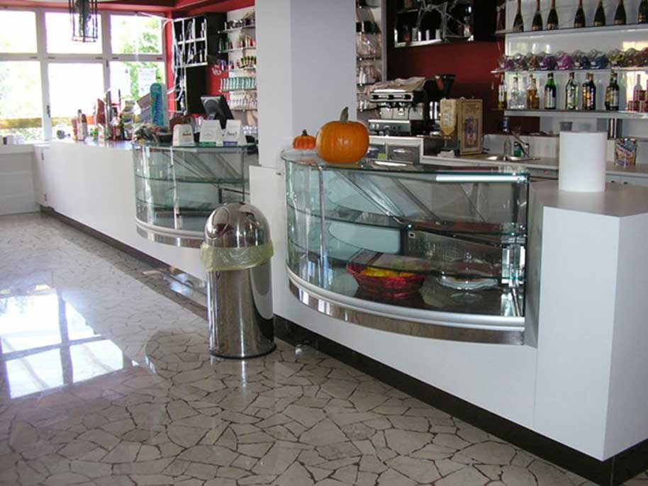 Arredo bar moderni su misura for Arredamenti per bar moderni