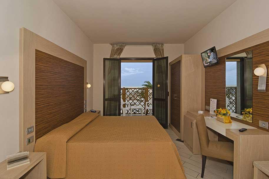 Arredamento per hotel residence e appartamenti for Arredo camere albergo