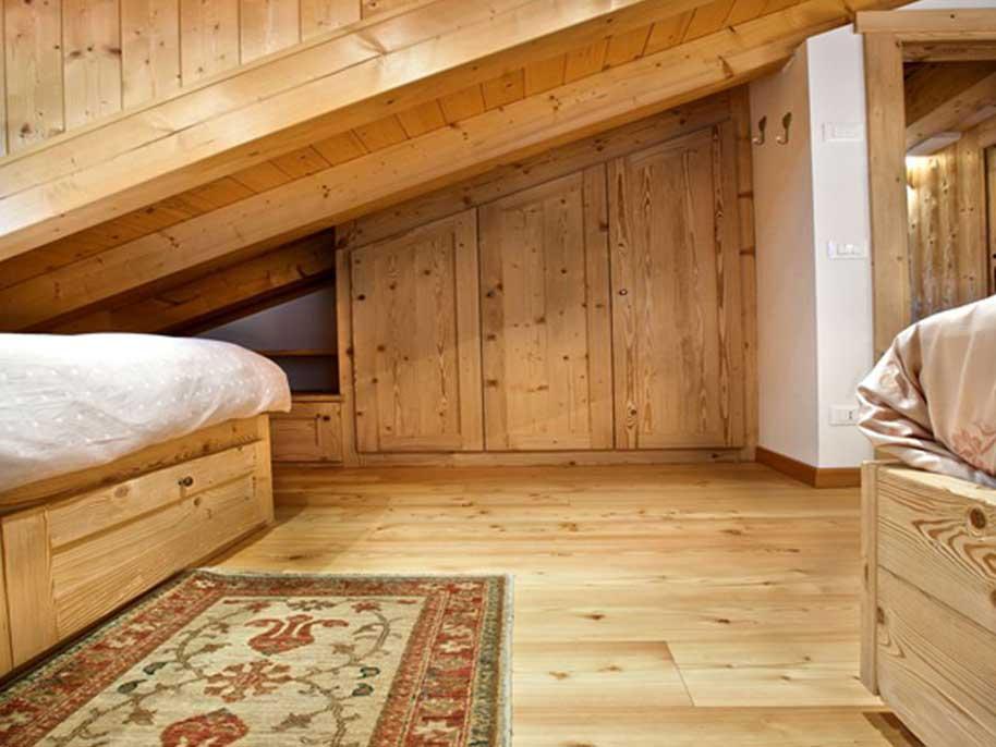 Arredamento per chalet di montagna po26 pineglen for Casa in stile baita