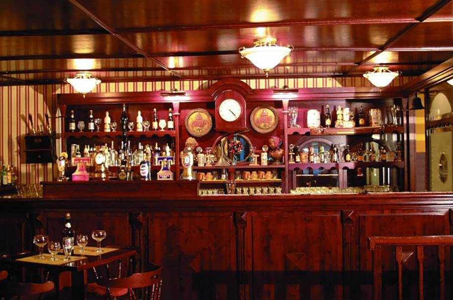 Produzione arredamenti birrerie pub for Vari stili di arredamento